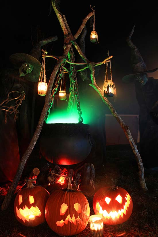 Witch brewing post #halloweendecorations #halloween #diyhalloween #halloweendecor #decorhomeideas