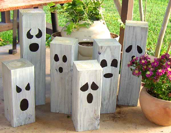 Halloween ghosts made of wooden beams #halloweendecorations #halloween #diyhalloween #halloweendecor #decorhomeideas