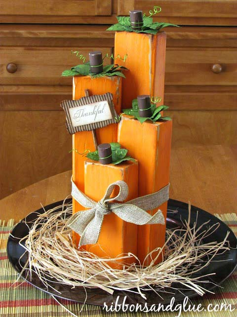 Wood block pumpkin fall centerpiece #fallcenterpiece #falldecor #diy #falldecoration #thanksgiving #decorhomeideas
