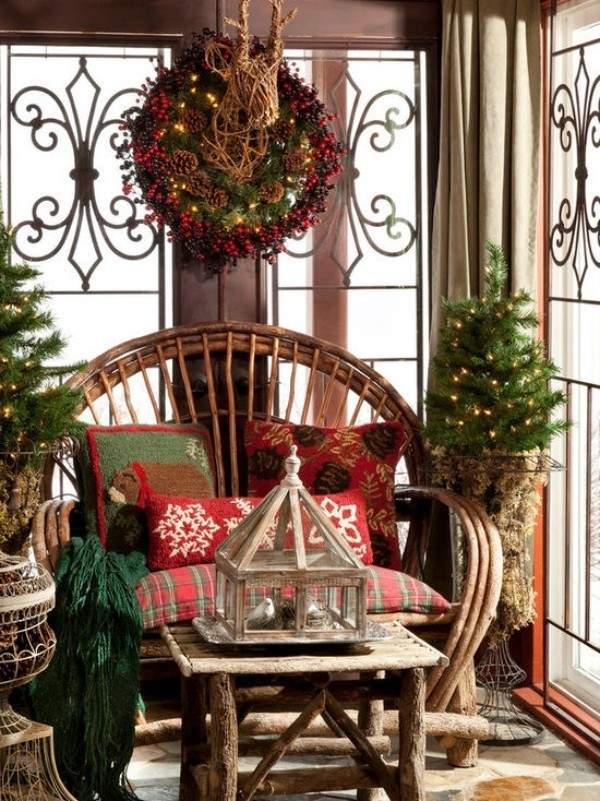 Cozy porch for Christmas #Christmasdecoration #Christmas #frontporch #porch #decoration #decorhomeideas