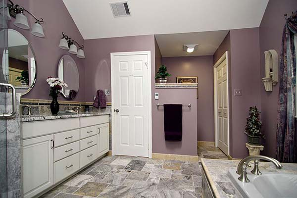 Classic purple master bathroom #purplebathroom #purple #bathroom #lavender #bathroomideas #decorhomeideas