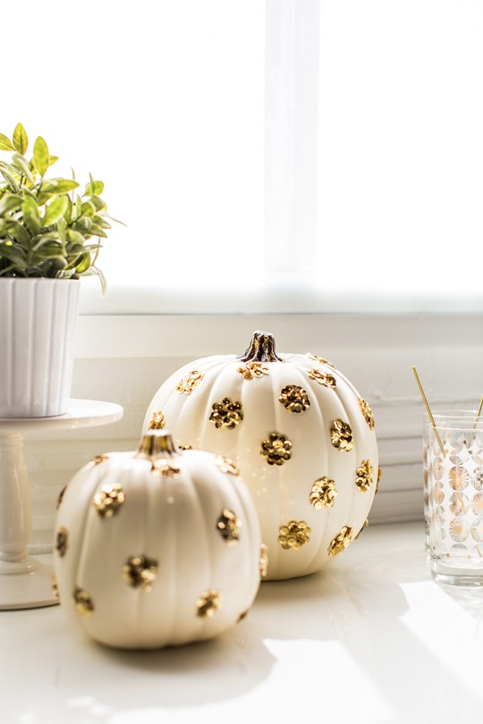 DIY Polka Dot Pumpkin #pumpkin #falldecor #nocarve #homedecor #decorhomeideas