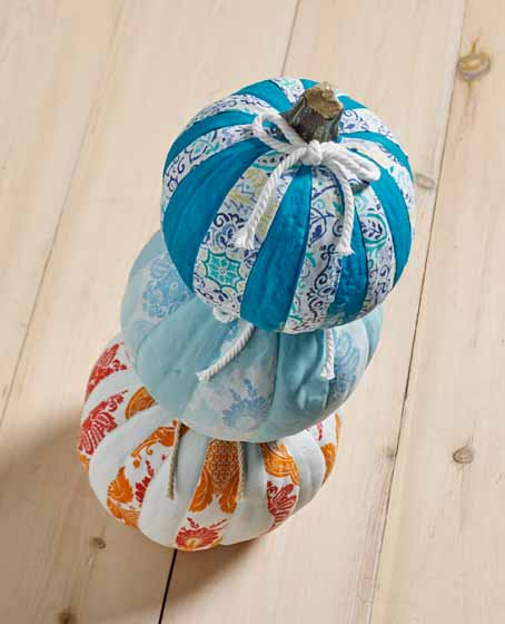 DIY Pumpkins With Fabrics #pumpkin #falldecor #nocarve #homedecor #decorhomeideas