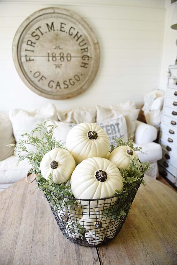 Farmhouse Pumpkin Fall Centerpiece #pumpkindecor #centerpiece #falldecor #decorhomeideas