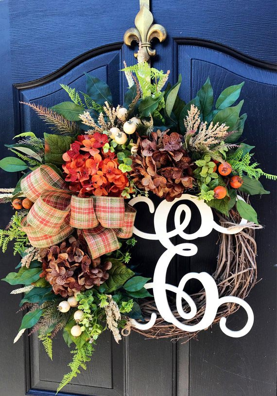 Front Door Fall Wreath #wreath #falldecor #fallwreath #falldecoration #decorhomeideas