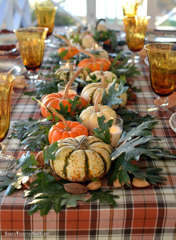 Mini pumpkins arranged table centerpiece #pumpkindecor #centerpiece #falldecor #decorhomeideas