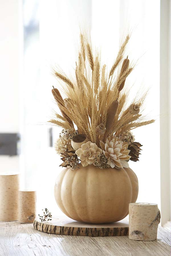 Neutral color pumpkin centerpiece #pumpkindecor #centerpiece #falldecor #decorhomeideas