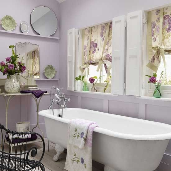 Pastel purple floral accent bathroom #purplebathroom #purple #bathroom #lavender #bathroomideas #decorhomeideas