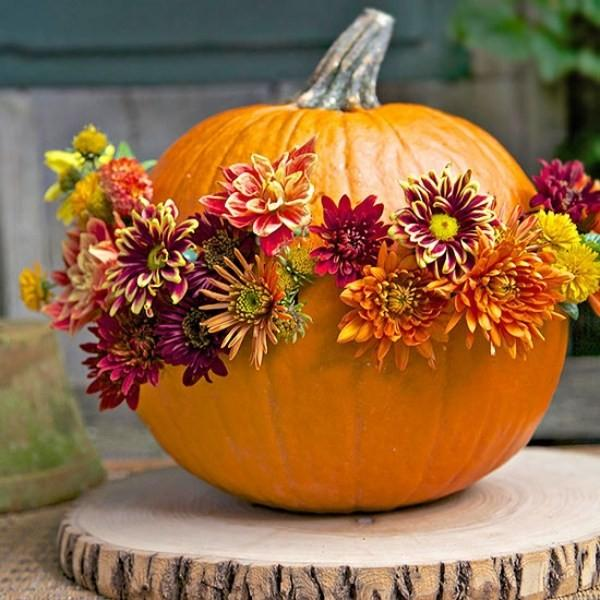 Pumpkin Arranged With Flowers Fall Centerpiece #pumpkindecor #centerpiece #falldecor #decorhomeideas