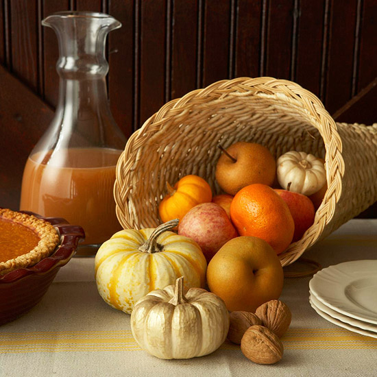 Pumpkins and fruits fall centerpiece #pumpkindecor #centerpiece #falldecor #decorhomeideas