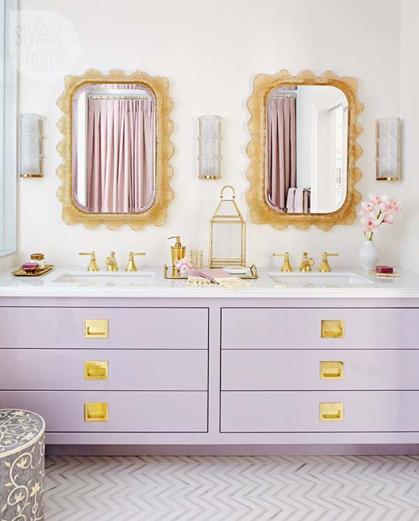 Purple bathroom with a touch of gold #purplebathroom #purple #bathroom #lavender #bathroomideas #decorhomeideas