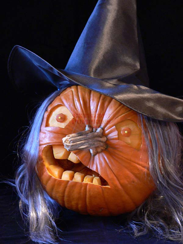 Witch Pumpkin Carving Idea #pumpkin #carving #halloween #falldecor #decorhomeideas