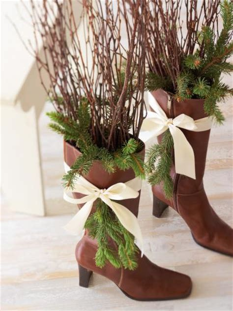 Bedeck worn out boots #Christmas #Christmasdecor #nature #natural #natureinspired #decorhomeideas