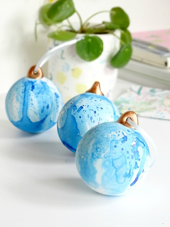 Blue Water Paint Christmas Ornament #Christmas #Christmasdecor #blue #silver #turquoise #decorhomeideas