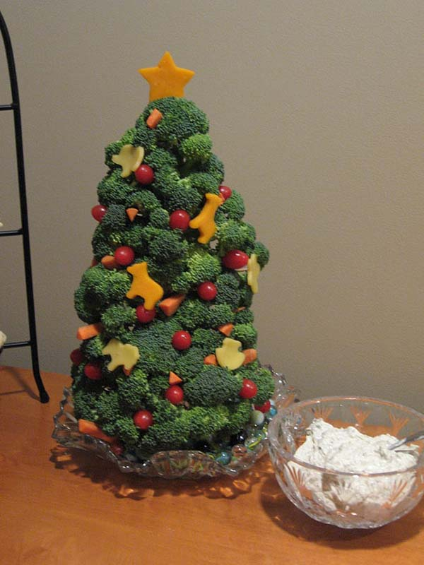 Broccoli Salad Christmas Tree #Christmas #Christmastree #homemade #DIY #Christmasdecor #decorhomeideas