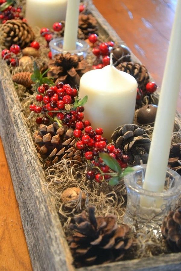 Candles and Berries Centerpiece #Christmas #centerpieces #Christmasdecor #decorhomeideas