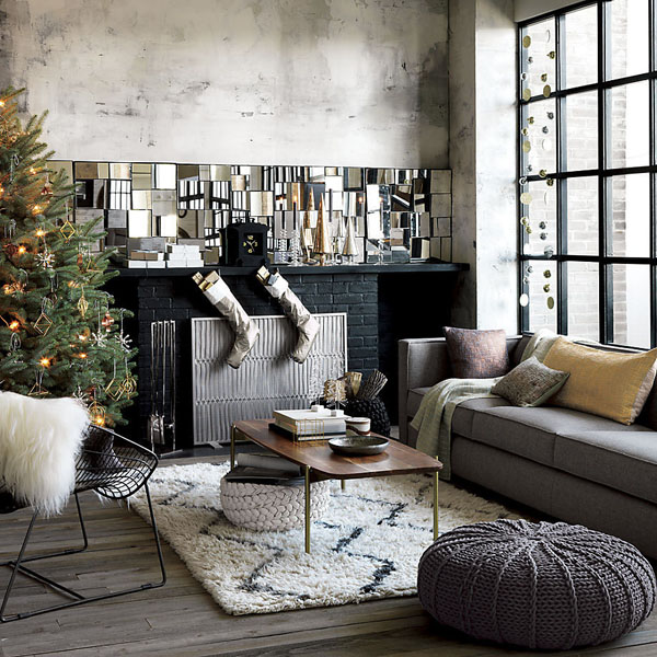 Chic Modern Christmas Decorated Living Room #Christmasdecor #Christmas #livingroom #decorhomeideas