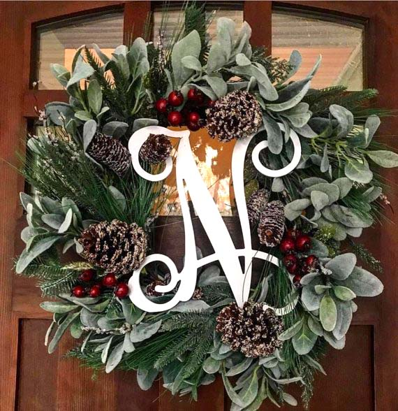 Christmas Front Door Wreath #farmhouse #Christmas #Christmasdecor #farmhousedecor #decorhomeideas