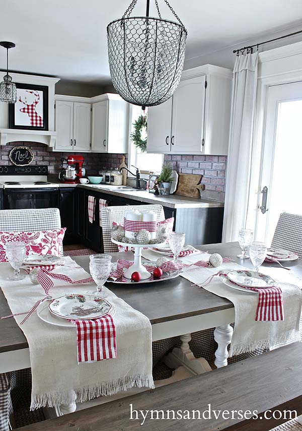Christmas Kitchen Dining Room Table with red accent #Christmas #Christmasdecor #kitchen #Christmaskitchen #decorhomeideas