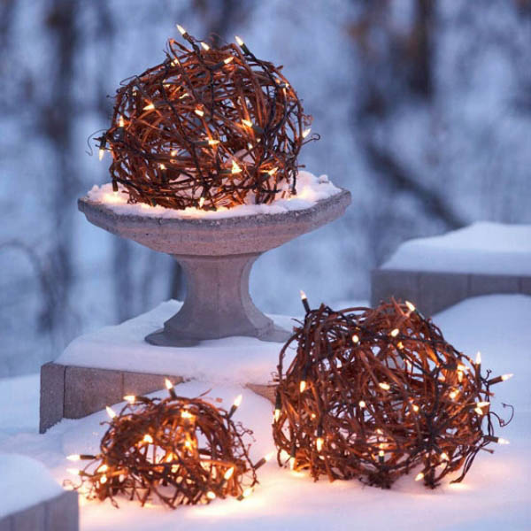 Christmas Light Orbs #Christmasdecor #Christmas #outdoor #decorations #decorhomeideas