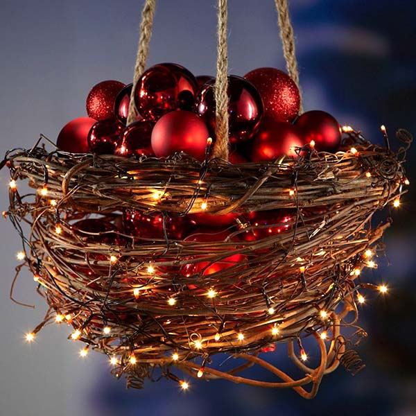 Christmas Lights Hanging Basket #Christmasdecor #Christmas #outdoor #decorations #decorhomeideas