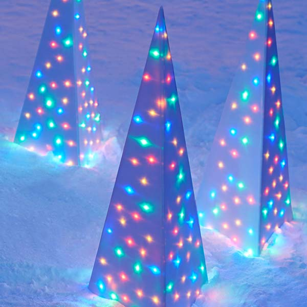 Christmas Lit Pyramids #Christmasdecor #Christmas #outdoor #decorations #decorhomeideas