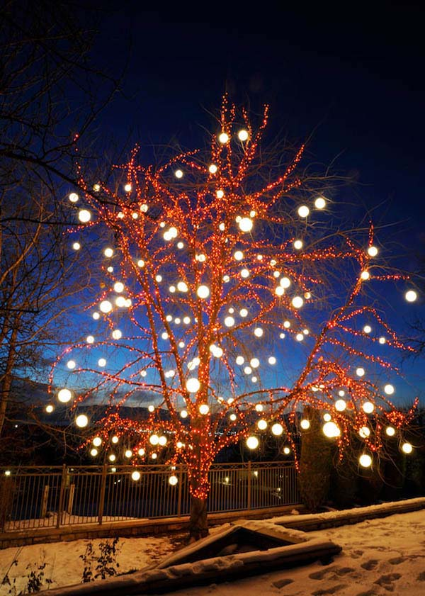 Christmas Lit Tree #Christmasdecor #Christmas #outdoor #decorations #decorhomeideas