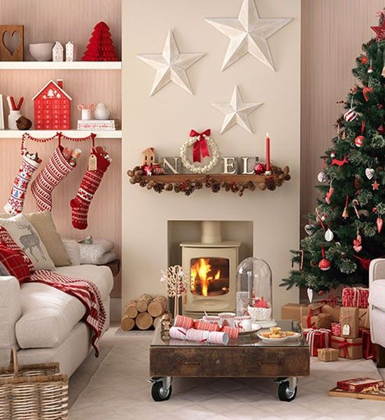 Christmas Living Room With Red Accents #Christmasdecor #Christmas #livingroom #decorhomeideas
