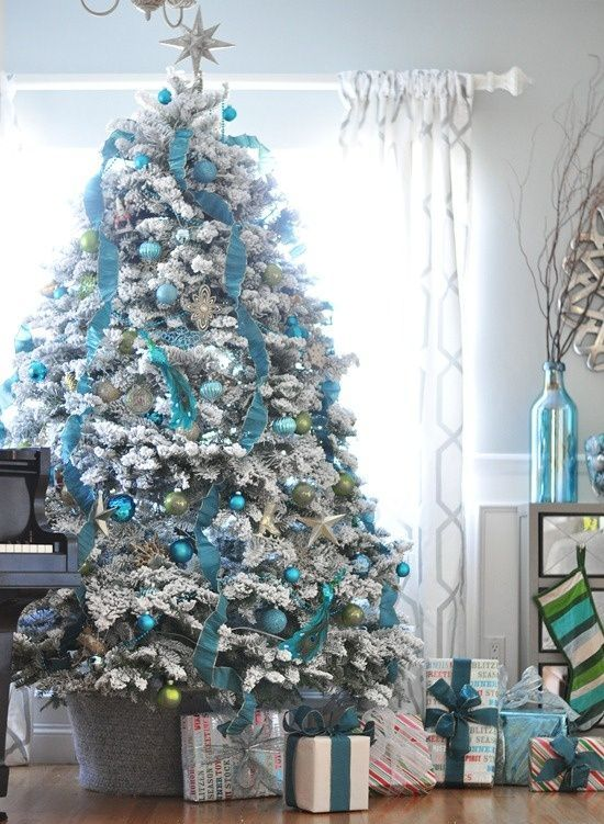 Christmas Tree Decorated in Turquoise Blue Silver #Christmas #Christmasdecor #blue #silver #turquoise #decorhomeideas
