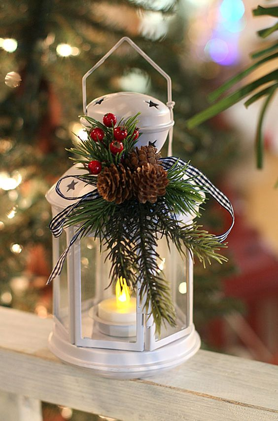Christmas lantern centerpiece #Christmas #centerpieces #Christmasdecor #decorhomeideas
