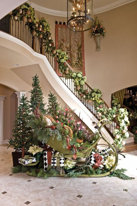 Christmas staircase decorated with sledge #Christmasdecor #staircase #stairs #stairway #Christmas #decorhomeideas