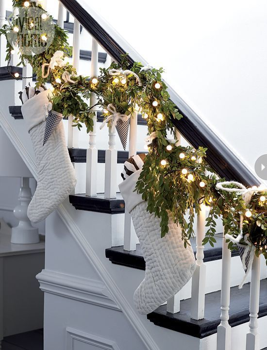 Christmas staircase decorated with socks and lights #Christmasdecor #staircase #stairs #stairway #Christmas #decorhomeideas