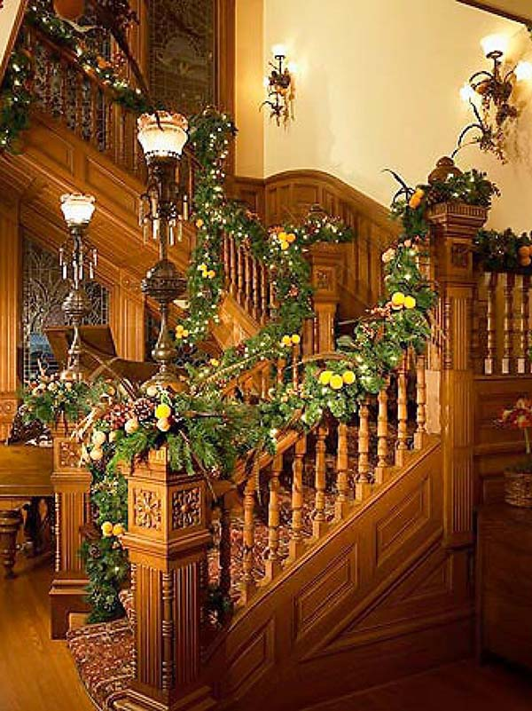 Christmas staircases decoration #Christmasdecor #staircase #stairs #stairway #Christmas #decorhomeideas