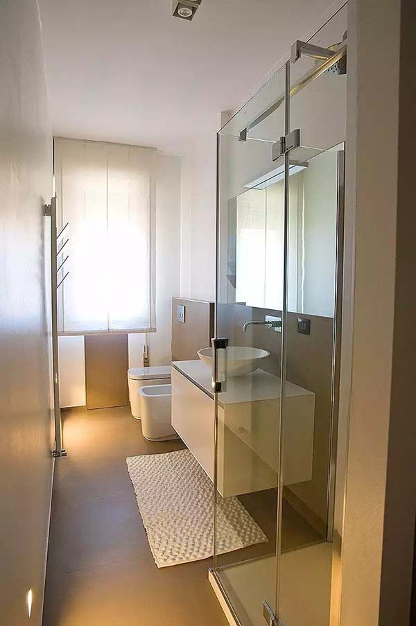 Clean Design Bathroom #bathroom #narrow #narrowbathroom #decorhomeideas