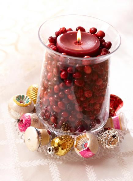 Cranberry glow candle #Christmas #Christmasdecor #nature #natural #natureinspired #decorhomeideas