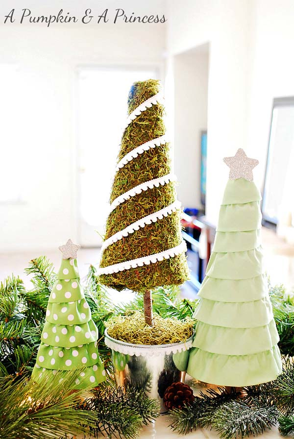 DIY Moss Christmas Tree #Christmas #Christmastree #homemade #DIY #Christmasdecor #decorhomeideas