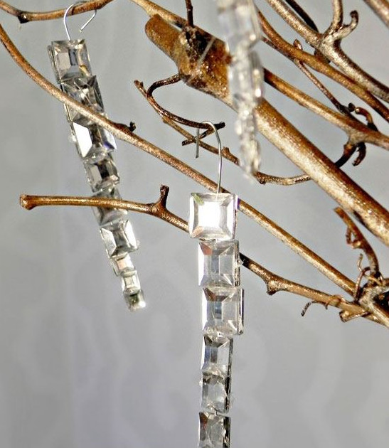 Easy Gem Icicle Ornaments #Christmas #Christmasdecor #budget #diy #decorhomeideas