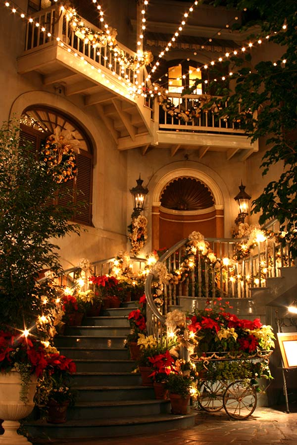 Fairytale Christmas Staircase Decoration #Christmasdecor #staircase #stairs #stairway #Christmas #decorhomeideas