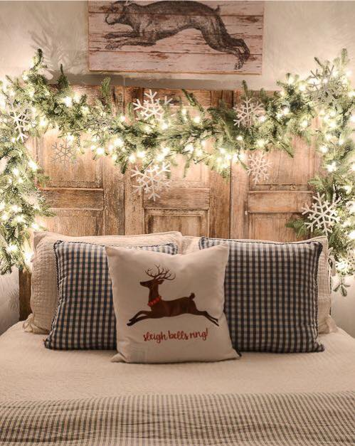 Farmhouse Bedroom Christmas Decor #farmhouse #Christmas #Christmasdecor #farmhousedecor #decorhomeideas