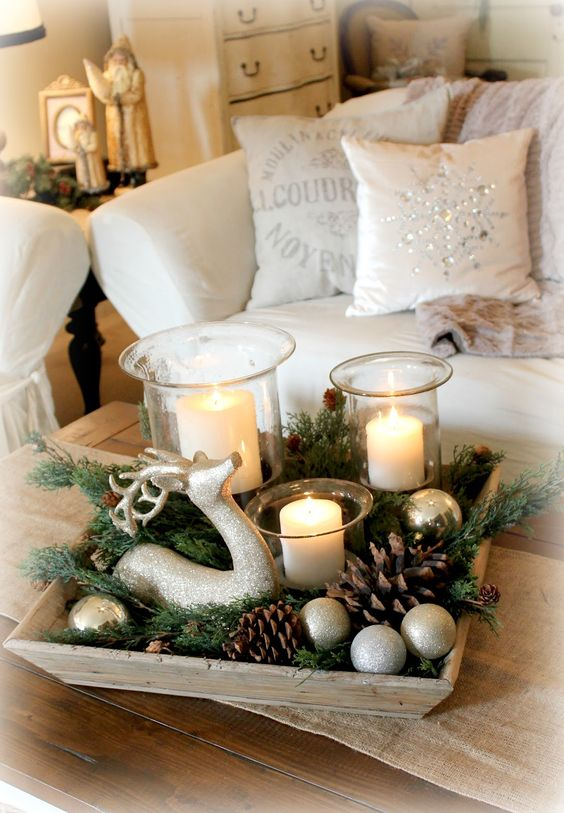 Farmhouse Christmas Centerpiece #Christmas #centerpieces #Christmasdecor #decorhomeideas