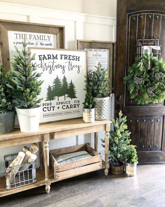 Farmhouse Christmas Decorated Entryway #Christmas #Christmasdecor #entryway #hallway #decorhomeideas