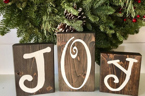 Farmhouse Christmas Wood Letters Mantel Decor #farmhouse #Christmas #Christmasdecor #farmhousedecor #decorhomeideas