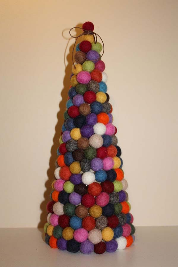 Felt Ball Christmas Tree #Christmas #Christmastree #homemade #DIY #Christmasdecor #decorhomeideas