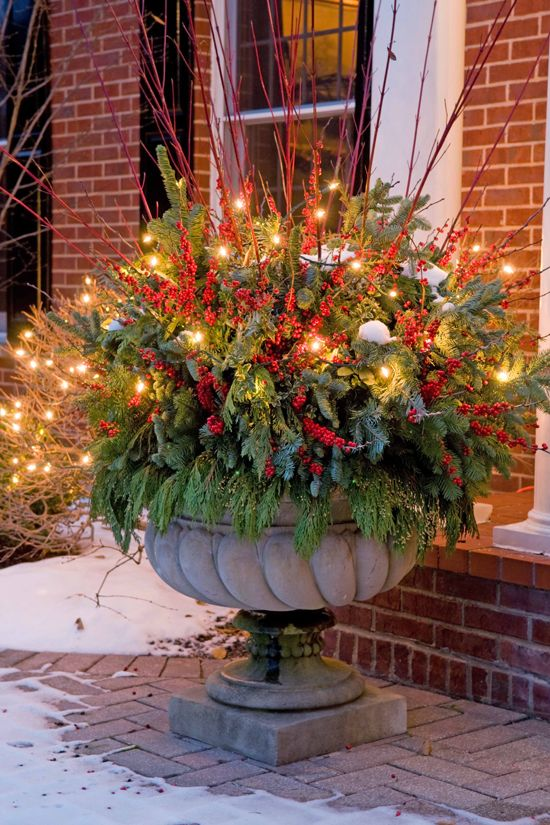Flower Pot Christmas Arrangement #Christmasdecor #Christmas #outdoor #decorations #decorhomeideas