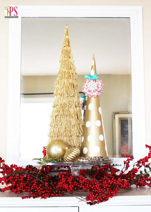 Gold topiary Christmas tree #Christmas #Christmastree #homemade #DIY #Christmasdecor #decorhomeideas