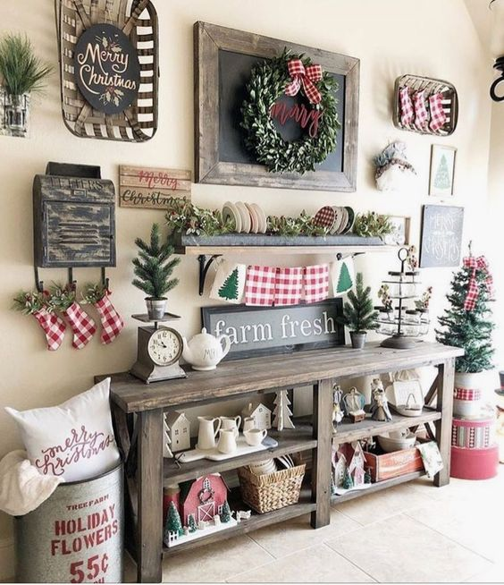 Hallway Farmhouse Christmas Decor #Christmas #Christmasdecor #entryway #hallway #decorhomeideas