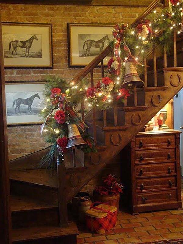 Jingle Bells Stairs Decor #Christmasdecor #staircase #stairs #stairway #Christmas #decorhomeideas