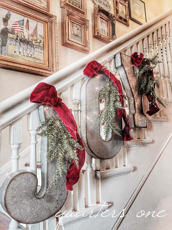 Joy Staircase Christmas Letters #farmhouse #Christmas #Christmasdecor #farmhousedecor #decorhomeideas