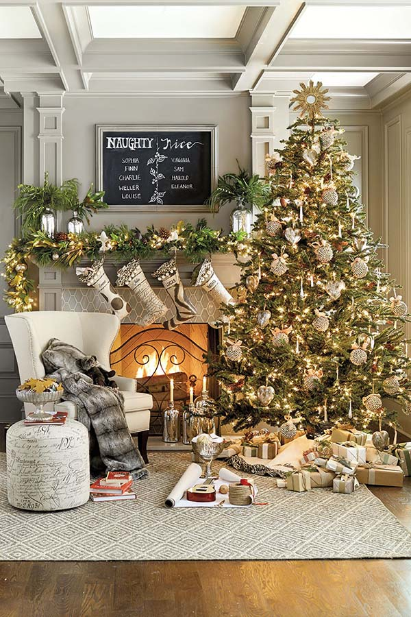 Living Room With Fireplace Christmas Decor #Christmasdecor #Christmas #livingroom #decorhomeideas