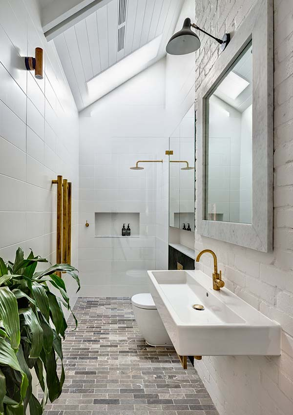Narrow Bathroom With Skylight #bathroom #narrow #narrowbathroom #decorhomeideas